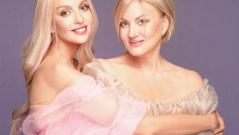 Полякова показала фото своей мамы