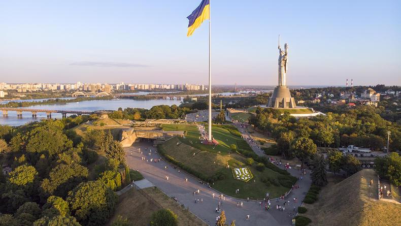 На самом большом флагштоке Украины в Киеве появится новый трезубец