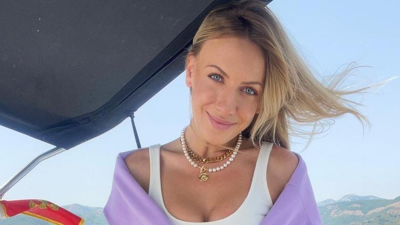 Леся Никитюк надела рискованный купальник и залезла в высотный бассейн