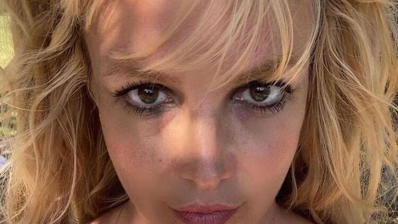 Бритни Спирс выставила новые голые фото и объяснила, зачем это делает
