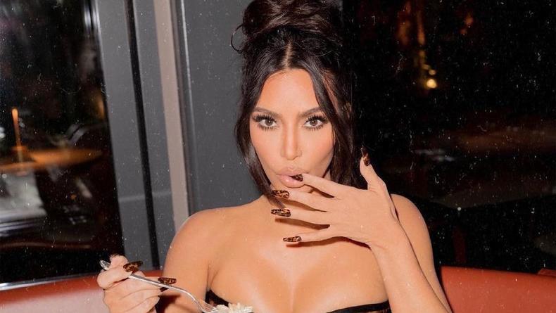 Ким Кардашьян показала, как выглядела на своей первой фотосессии