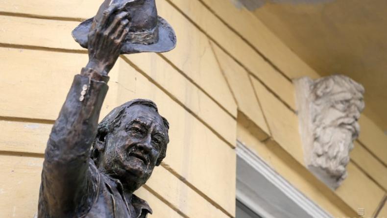 Богдан Ступка увековечен памятным горельефом в Киеве