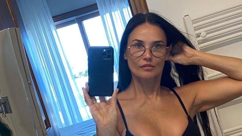 Деми Мур показала себя на фото в купальнике
