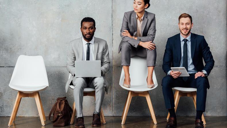 Сидеть на стуле вредно: названы причины